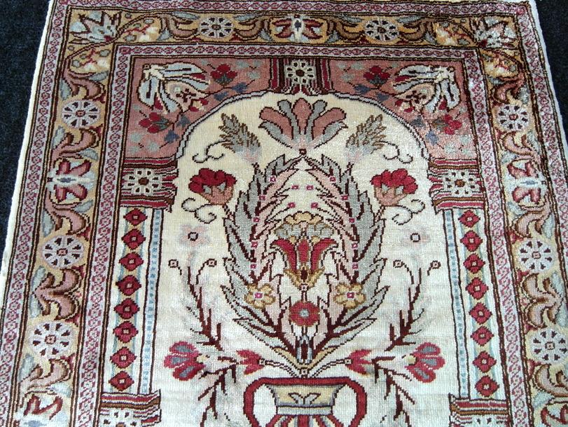 Feiner Seidenteppich Hereke Vase 58 x 45 cm Orient Teppich